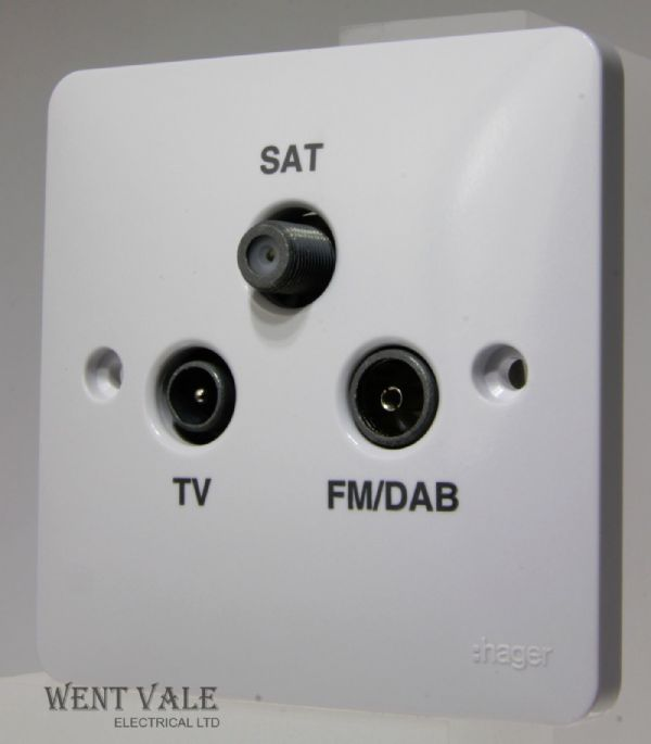 Hager Sollysta White Moulded - WMTX - TV/FM-DAB/SAT Triplexer Outlet